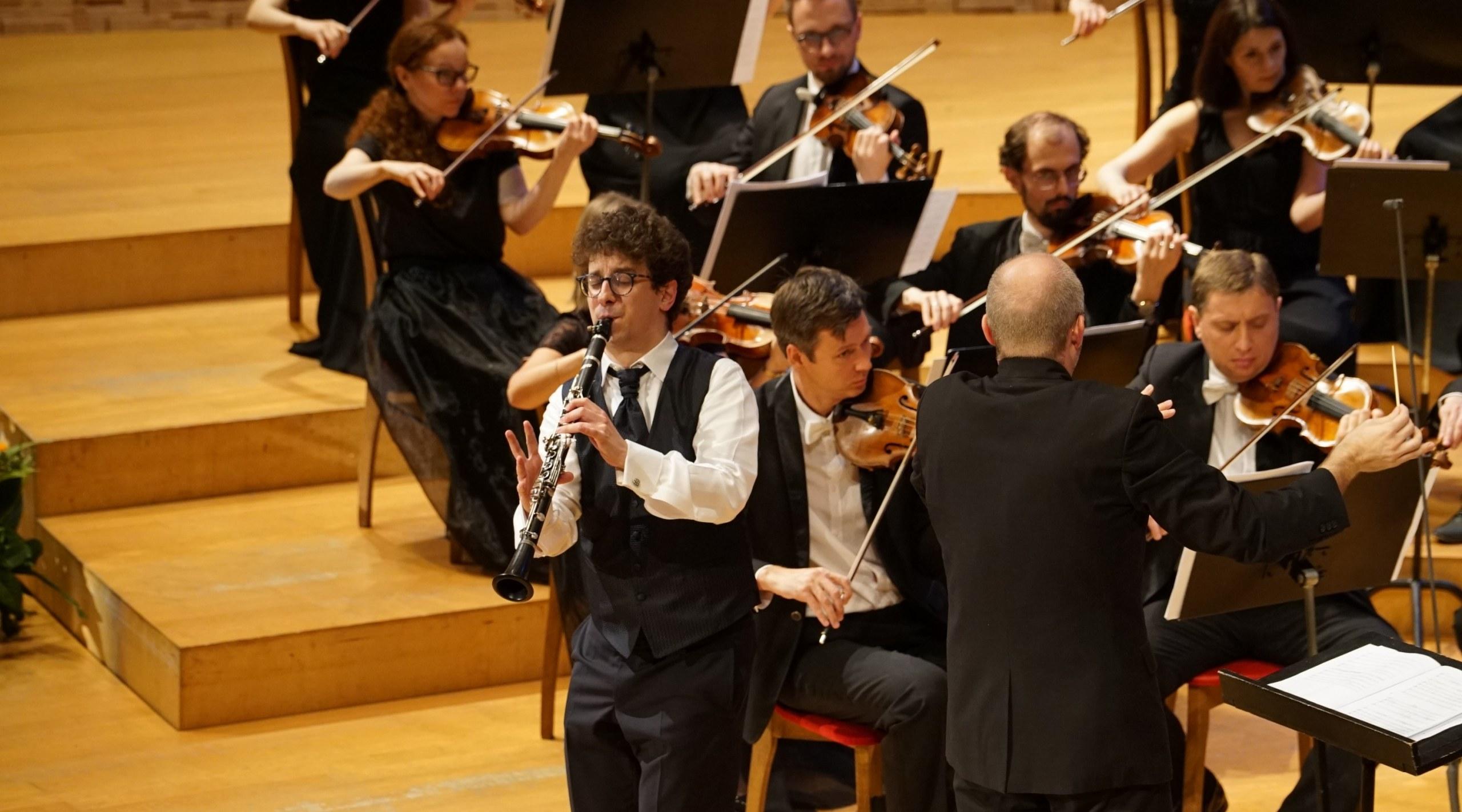 チャイコフスキー国際コンクールの本選で演奏するベヴェラリ氏
